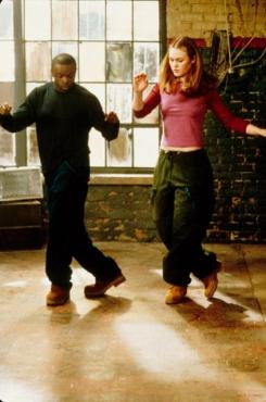 still-of-julia-stiles-and-sean-patrick-thomas-in-save-the-last-dance-2001-large-picture1_zpsoqyzqiqa