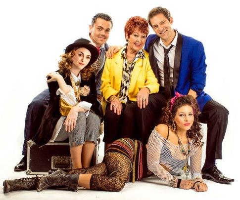 the-wedding-singer-uk-tour-l-r-cassie-compton-ray-quinn-ruth-madoc-jon-robyns-roxanne-pallett-credit-darren-bell_zpsukl7c1wi