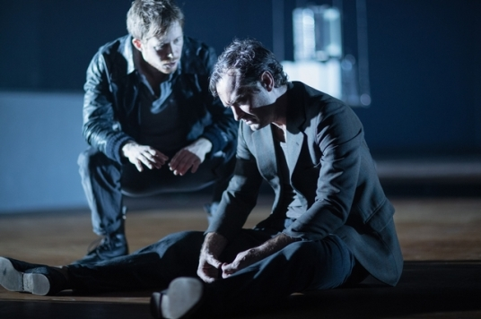 3-robert-de-hoog-and-jude-law-in-obsession-at-the-barbican-theatre-1_zpsxtlrycmw