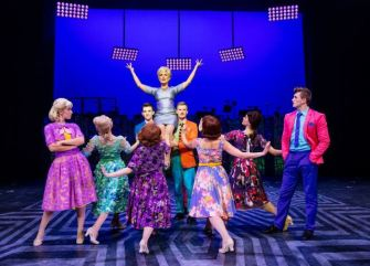 hairspray-uk-tour-2017-935-small_zpsf5ikolfq