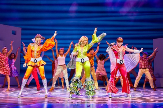 mamma-mia-uk-tour-2017-production-shot-961-0450_zpsseakxylu