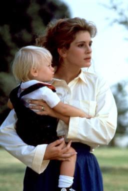 STEEL MAGNOLIAS, Julia Roberts, 1989, baby
