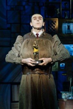 13-RSC-Matilda-The-Musical-UK-Ireland-Tour.-Craige-Els-Miss-Trunchbull.-Photo-Manuel-Harlan.