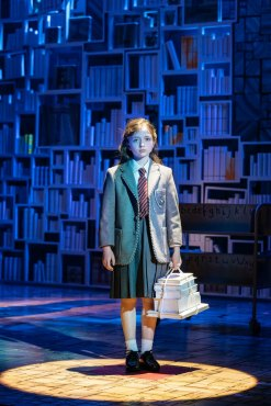 29-RSC-Matilda-The-Musical-UK-Ireland-Tour.-Lara-Cohen-Matilda.-Photo-Manuel-Harlan.