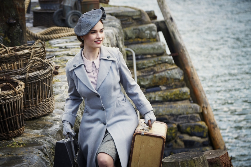 the-guernsey-literary-potato-peel-soceity-film-lily-james