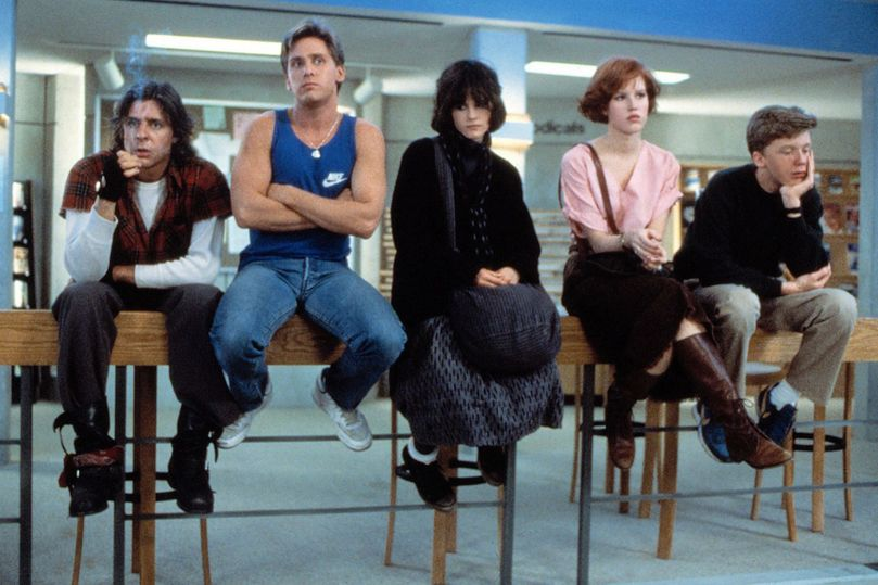 Judd-Nelson-Emilio-Estevez-Ally-Sheedy-Molly-Ringwald-Anthony-Michael-Hall-in-The-Breakfast-Club-1985
